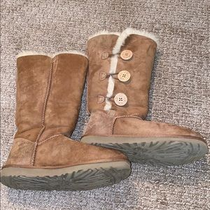 Size 7 UGG Bailey Button Boots